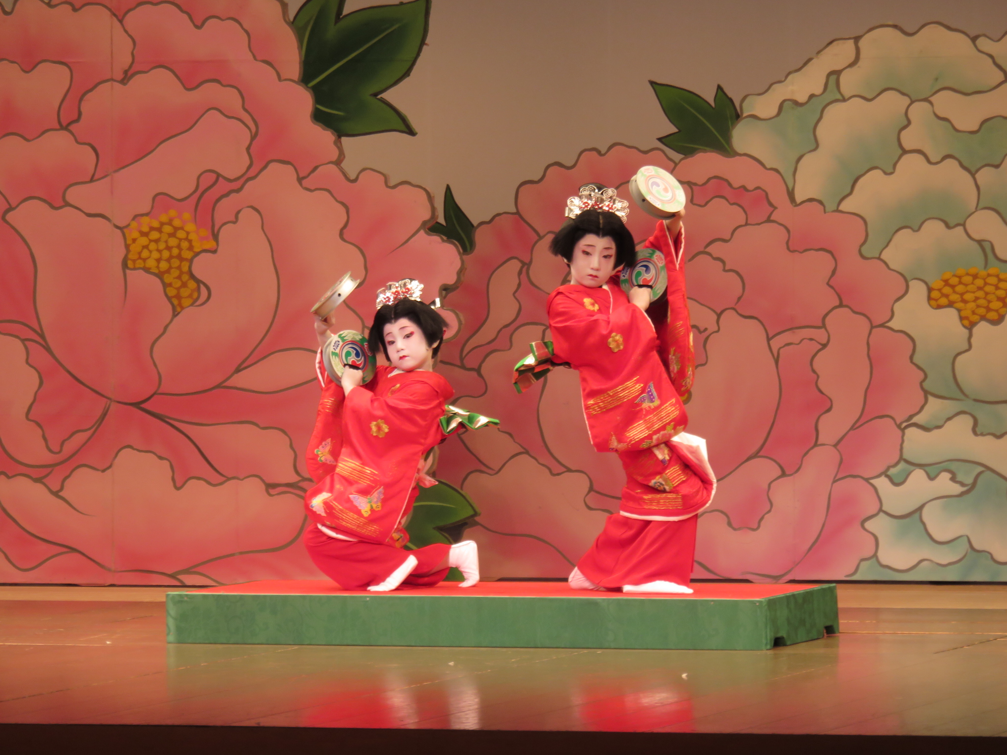 日本舞踊の発表会で長唄「胡蝶」を踊りました