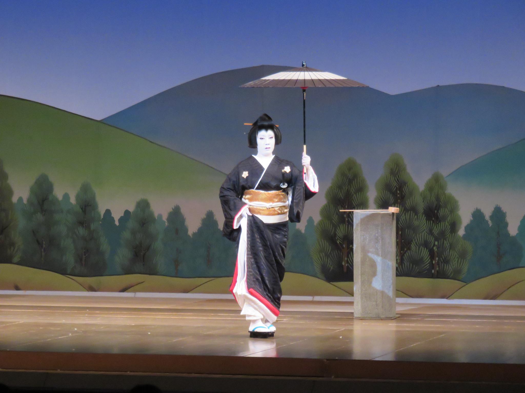 お母さんも歌舞伎「鏡山旧錦絵」で岩藤を披露しました